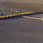 Multi Farming armó una sembradora de 65 metros